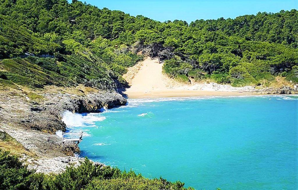 spiaggia stretta